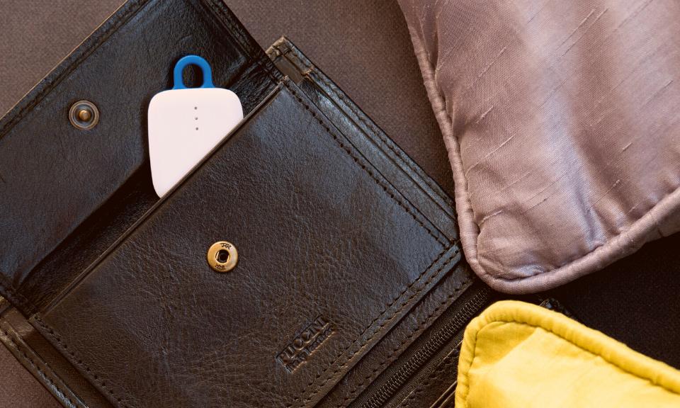 notiOne tracker in a wallet