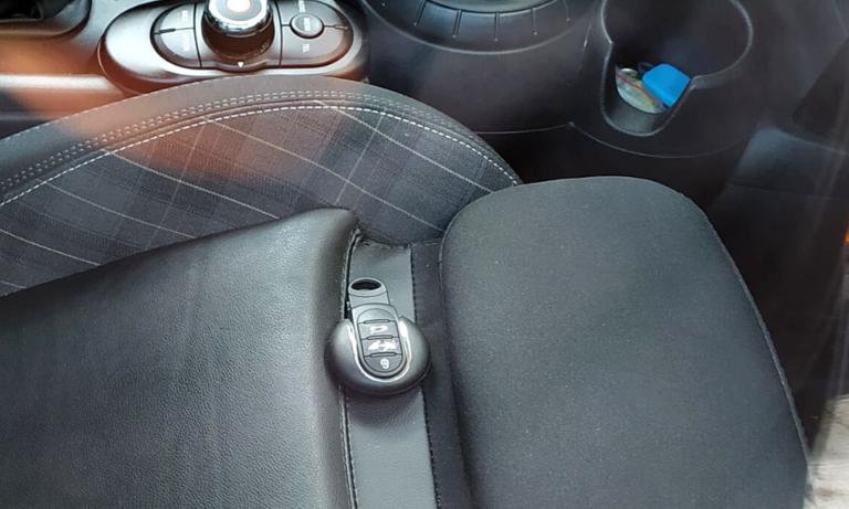 Zatrzaśnięte kluczyki samochodowe – co zrobić
