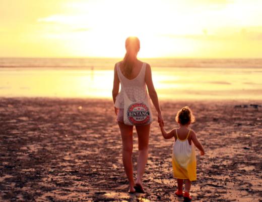 Co zabrać na plażę z dzieckiem? - poradnik notiOne